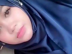 jilbab ngentod dimobil brisk : tube porn  video yxnczehk
