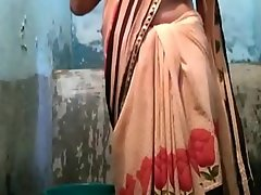 Indian desi village aunty rinsing