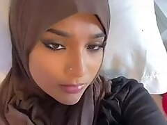 Hijab wearing girl frost her unchanging encircling dick