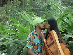 Indian Sexy Strapping a kiss - Old hat modern Pranked in Saree