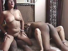 Sexy Indian wife exchange and poti ka shamne wife ko choda