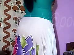 Hot Aunty Showing