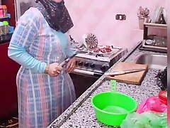 Arab mom bitch with big ass fucks