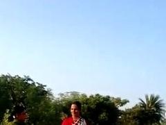 desi village bhabhi saree lift pussy show in public