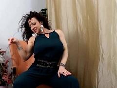 Muscle Goddess BrandiMae Plays Assfuck