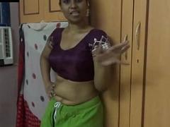 Amauter Indian babe masturbating